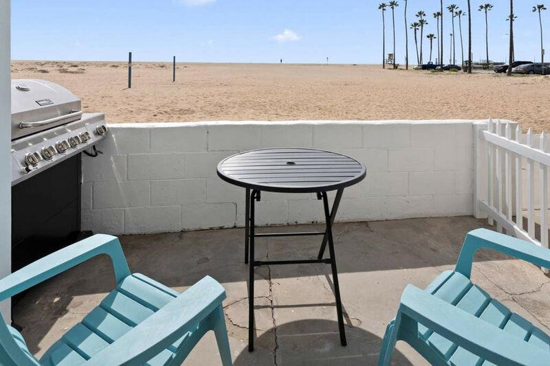 Huntington Beach fully furnished vacation condo
