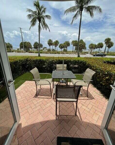 Sunset Royale - 100- Beautiful outdoor Patio across from Siesta photo