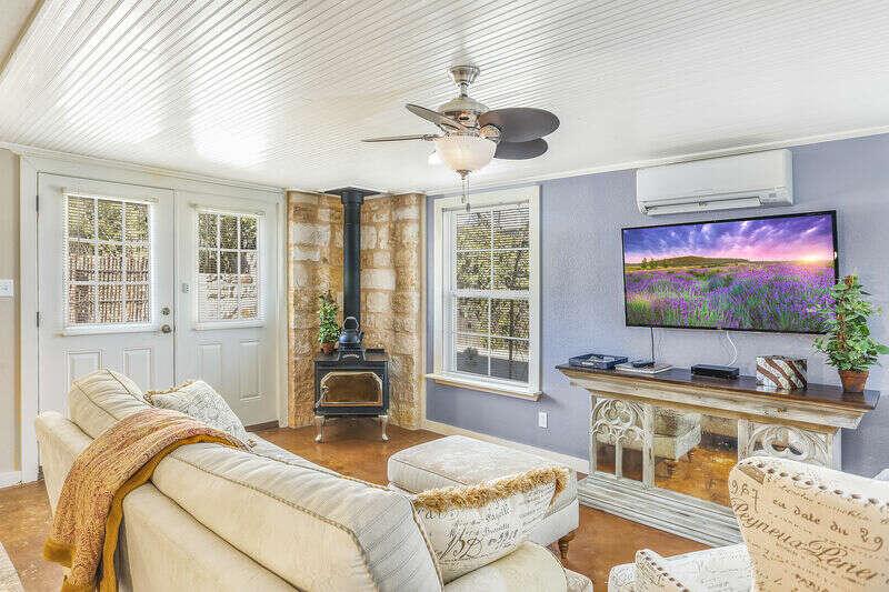 Bella Manor Lavender Suite