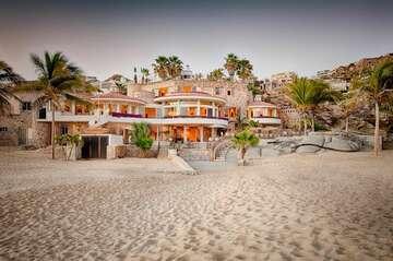 Villa Marcella - Extraordinary Beachfront Villa in Pedregal