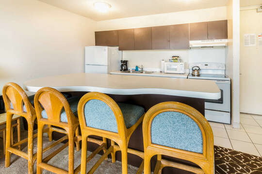 Kitchen with Island - Seats 4
