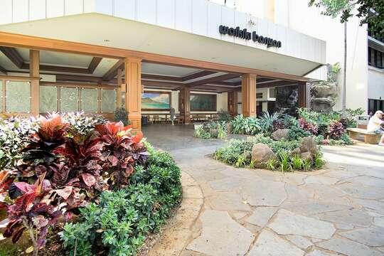 Waikiki Banyan Drop off Location on Ohua Ave.