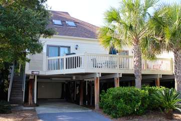 Walk to Pelican Beach, golf, dining, pools, & the ocean from this end-unit home.