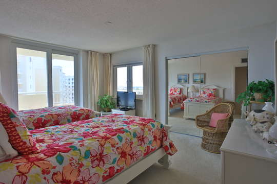 Guest bedroom with twin beds, private balcony