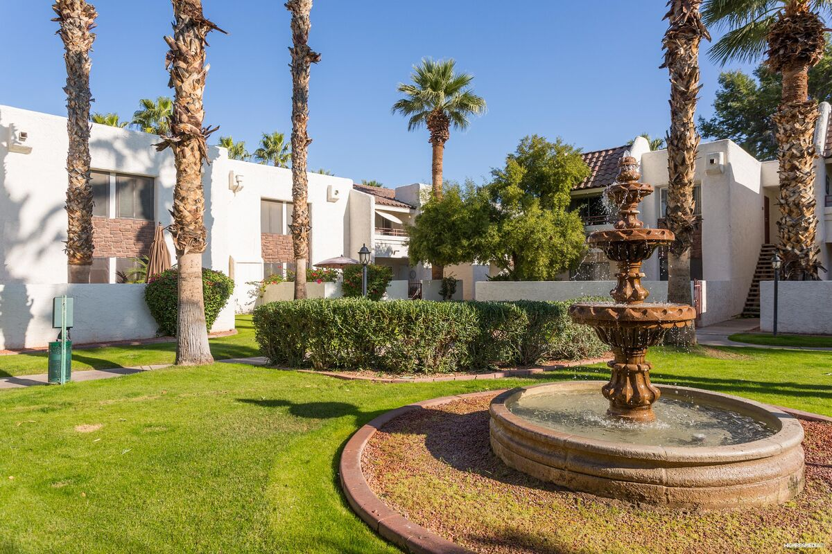 Green Landscaping, Beautiful Palm Trees & Fountains.