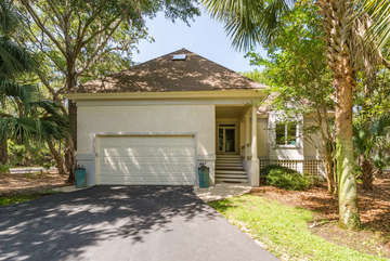 This is a beautifully renovated Hidden Oak home!