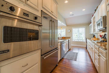 Stainless steel Viking appliances, granite counter tops and more in the fully stocked kitchen.