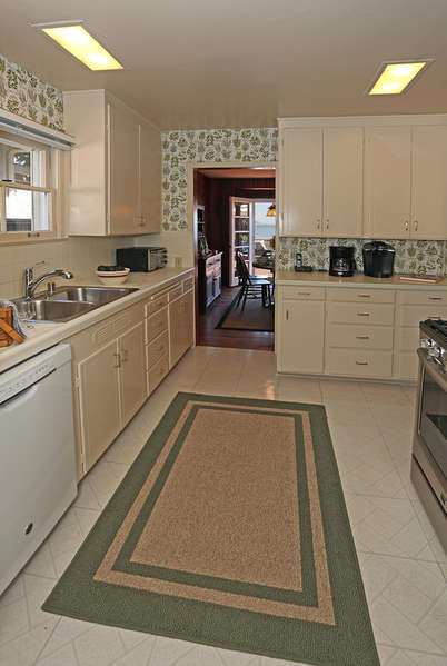 Kitchen facing back to Dining Room