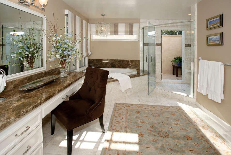 Walk-in shower w/pass through to outdoor shower