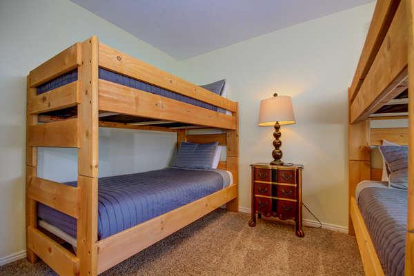 Guest Bedroom 2 - Bunk (4 twin beds)