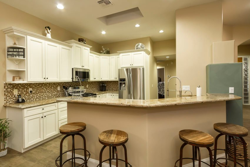 Kitchen has recessed lighting, reverse osmosis drinking water and stainless steel appliances