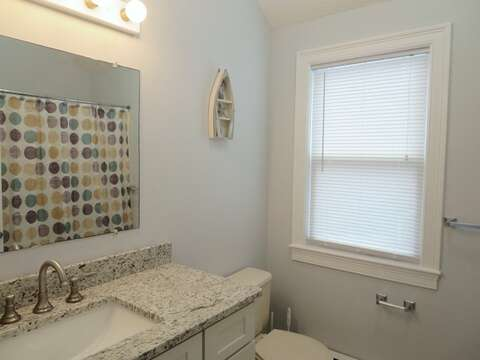 2nd floor - Bathroom #2 with tub/shower combo, located off the hall - 11 Oyster Drive Chatham Cape Cod New England Vacation Rentals