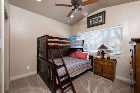 2nd Bedroom/queen bed with twin bunk