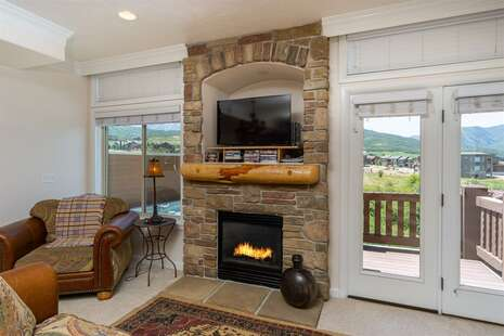 Family Room with Gas Fireplace, Satellite TV, Private Deck, Private Hot Tub