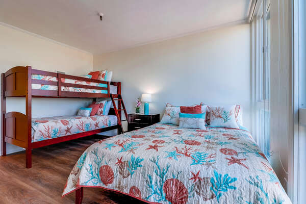 Guest Bedroom- Queen bed and Twin/Twin bunk beds