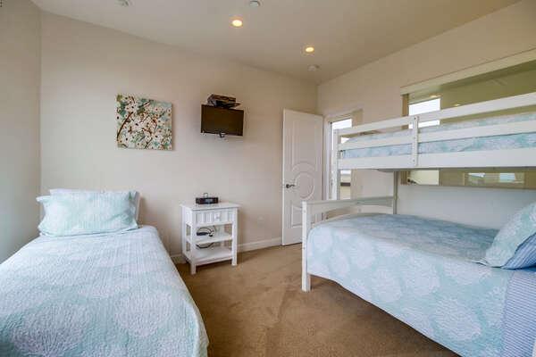Guest Bedroom #1 - Twin/Full Bunk & 1 Twin
