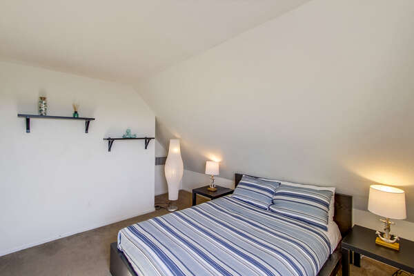 Loft Bedroom, Queen - Third Floor