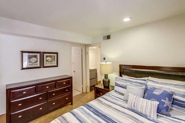Apartment Bedroom, Queen - First Floor