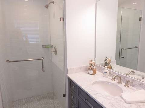 Ensuite bath to bedroom 2 - 388 Main St-Chatham Cape Cod New England Vacation Rentals