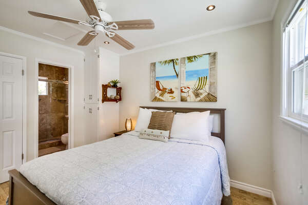Queen bed with view into bathroom