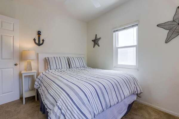 Guest Bedroom, Queen - First Floor
