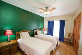 Bottom bedroom with 2 twin beds