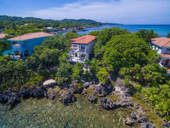 Roatan sits on the 2nd largest reef in the world - come and explore, but leave only bubbles!