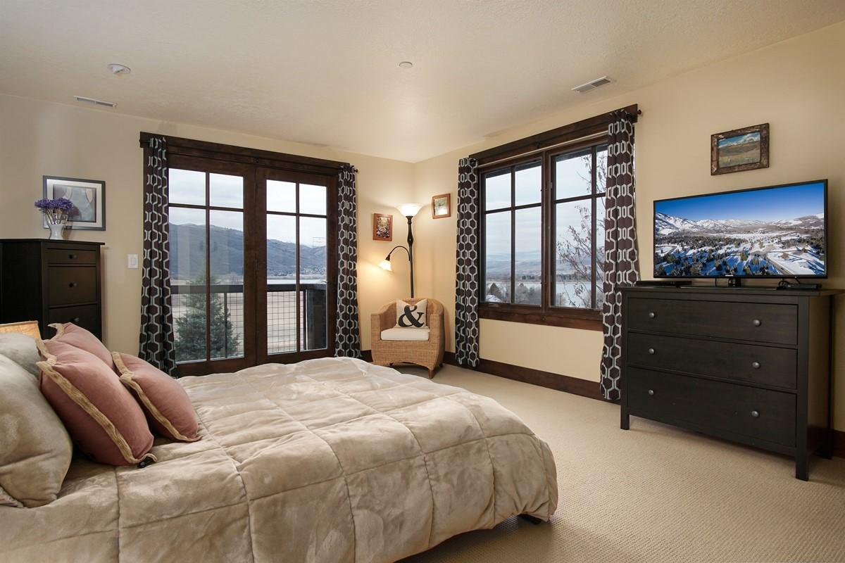Master Suite/Queen Bed