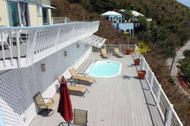 Large pool deck area with balcony snf breezes
