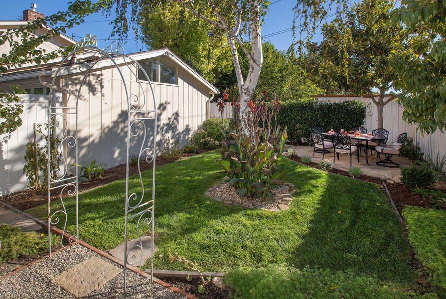 A cozy enclosed backyard!