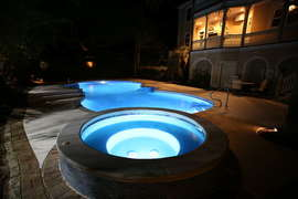 Heatable hot tub