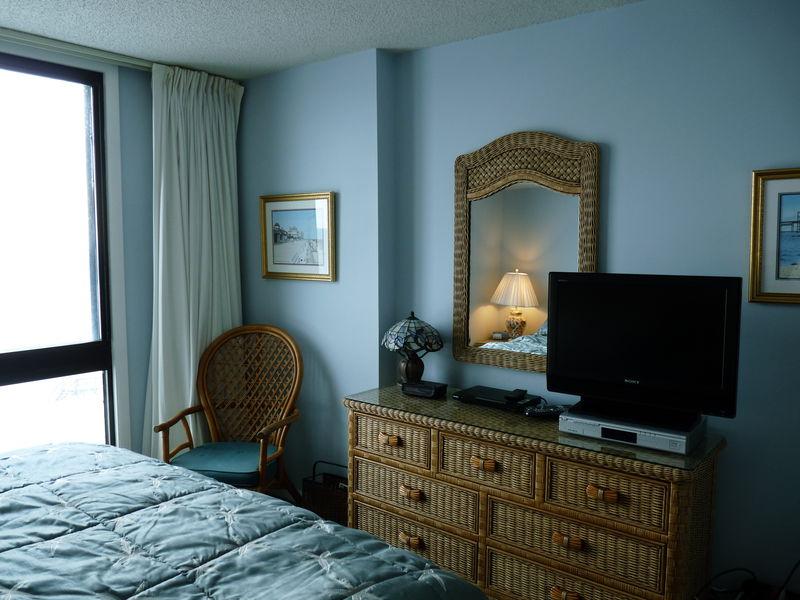 Master bedroom, flat screen TV, DVR
