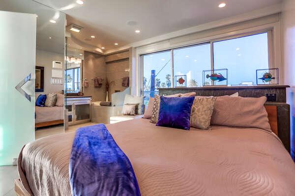 Master bedroom with en suite bathroom, King bed