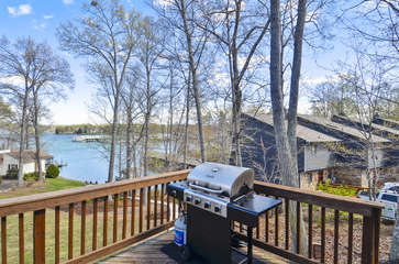 Great Grilling Deck Overlooing Lake