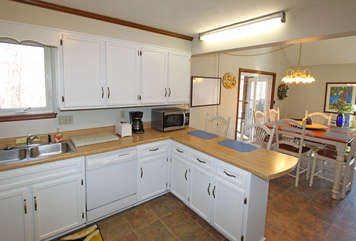 Grat Kitchen/ fresh paint and appliances