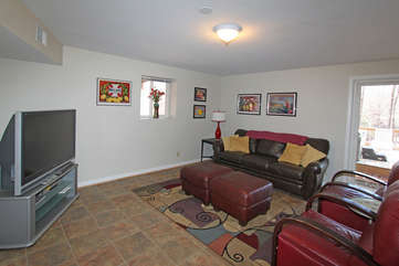 Great Sitting Area w/TV -Lower Level