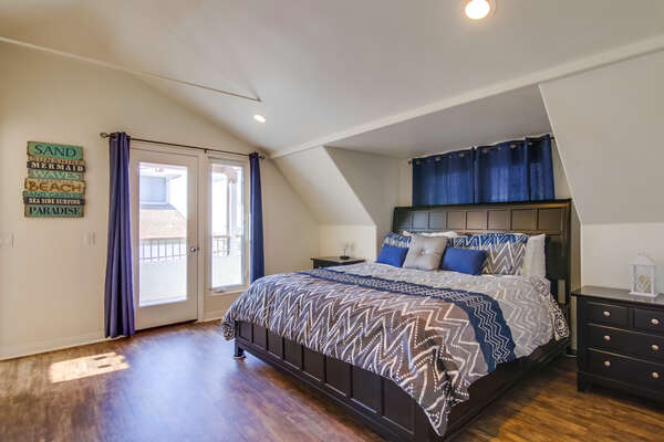 3rd Floor-Master bedroom- King bed