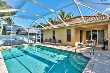 Private Pool With Southern Exposure! Lounging, Private Grill, and Screened in Lanai Make this Beach Rental Perfect for Your Trip to Sunny Naples!