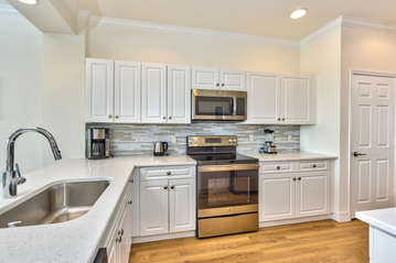 Granite Counter-tops and New Cabinetry! Totally Refurbished in 2017! Fully Stocked;