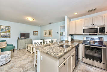 Fully Stocked Kitchen with Luxury Appliances; Granite Counter-tops !