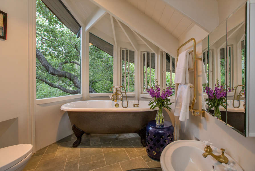 The 4th Floor Bathroom tub has convenient hand-held sprayer