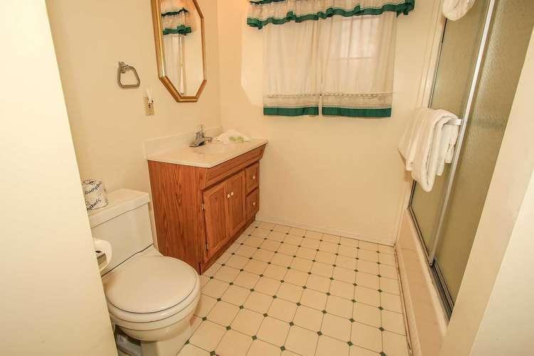 Shared Hallway Full Bath