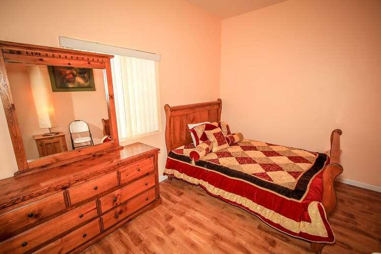 Bedroom 6- Queen Bed