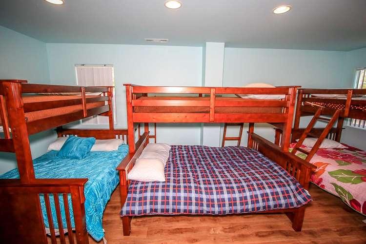 Bedroom 5- 3 Sets Of Bunk Beds ( Twin / Queen )