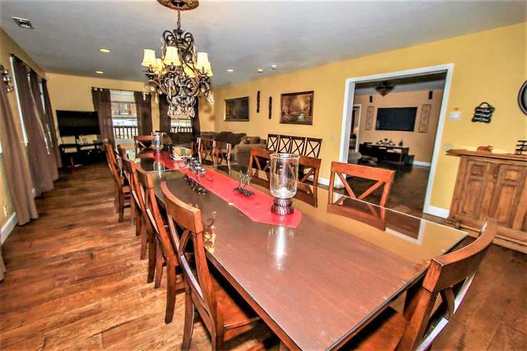 Formal Dining Table Sitting Area