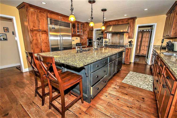 Counter Bar Sitting- Gourmet Kitchen