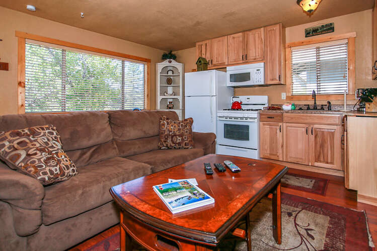 1260-Lazy Daisy Bear
