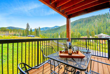 Covered Patio Mountain View, Table for four and Chairs with Ottoman
