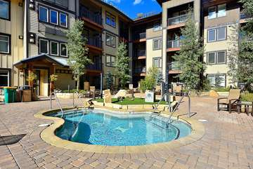 30 Person Hot Tub and Grill Plaza with view of skiers coming down to the base. Open until 11:00pm, latest hot tub open in the resort. This condo has walkout access to the plaza!