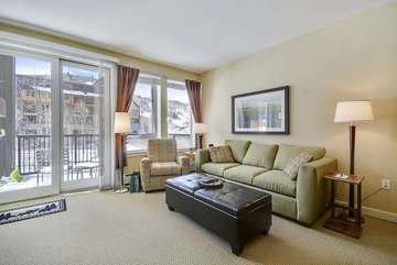 Large Living Room area with Fantastic Views